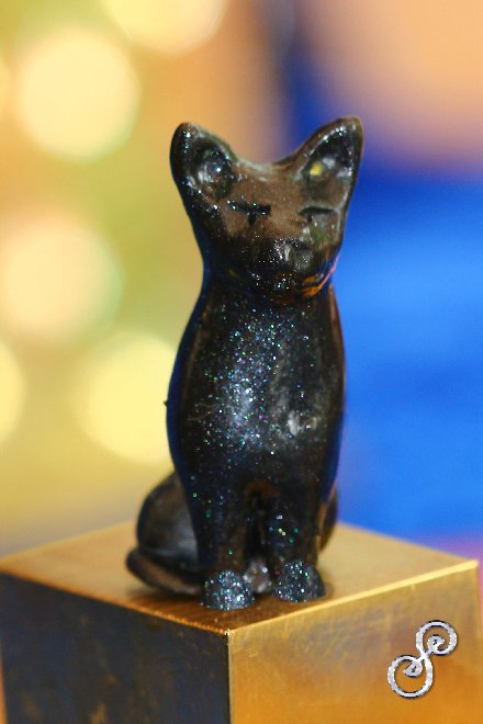 Funerary cat sculpture